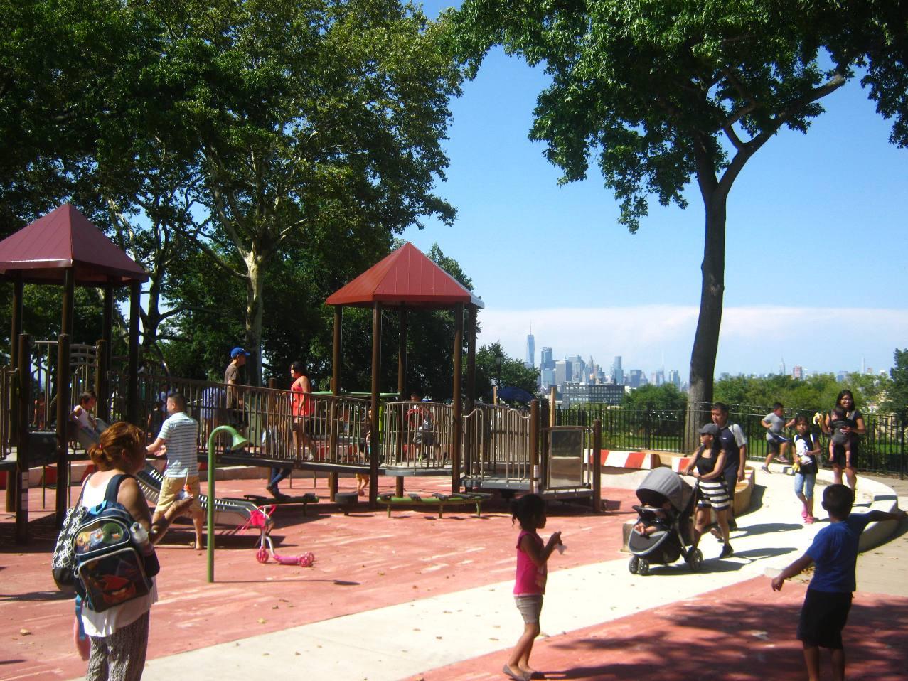 サンセットパークの子どもの遊び場。