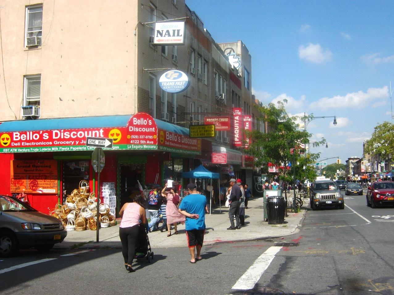 ブルックリン・サンセットパークのヒスパニック系の街(5番街)。
