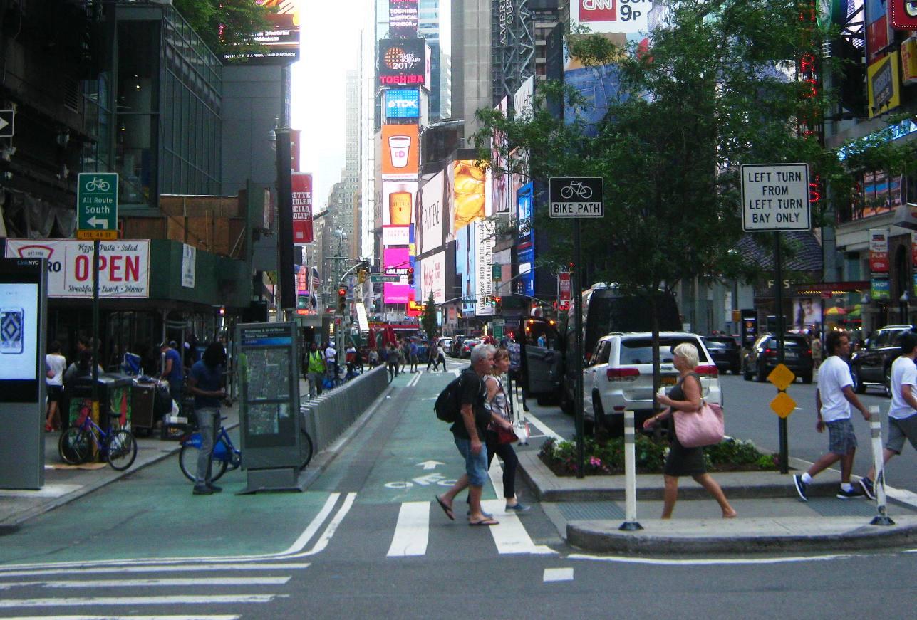 マンハッタンのバイクレーン。