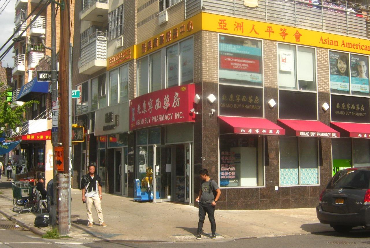 ブルックリンのチャイナタウンにある「亜州人平等会」の建物。
