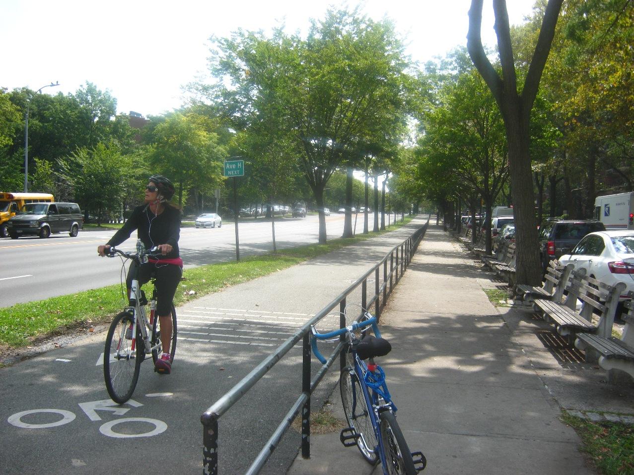 オーシャン大通りの自転車道。