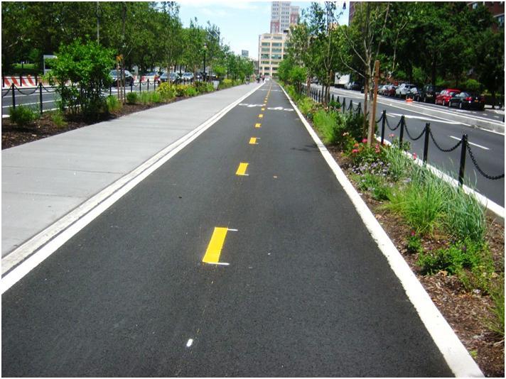 ブルックリン橋に向かう自転車道。