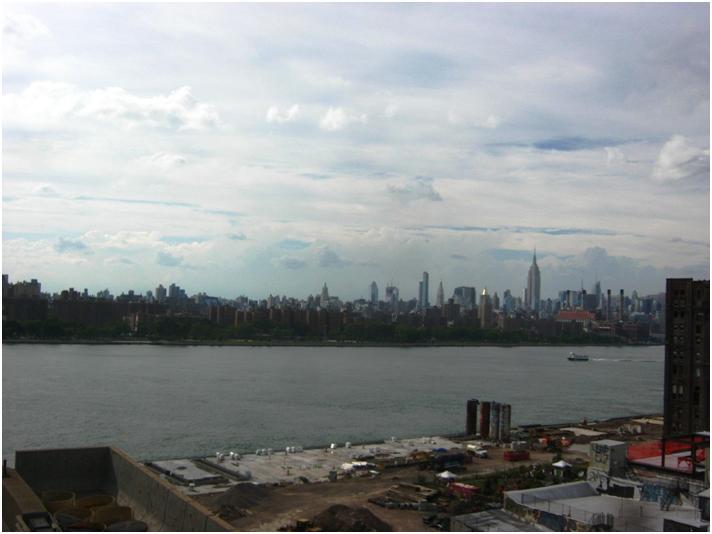 ハドンソン川をはさんでマンハッタンの風景。
