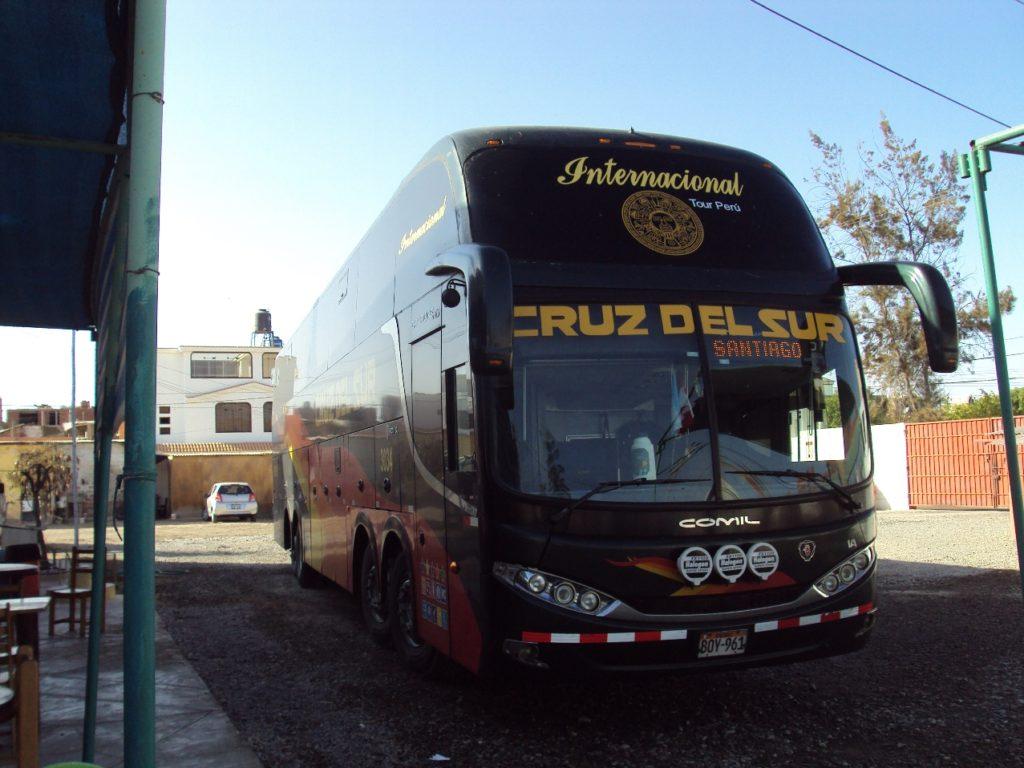 クルズ・デル・スル社の国際バス。