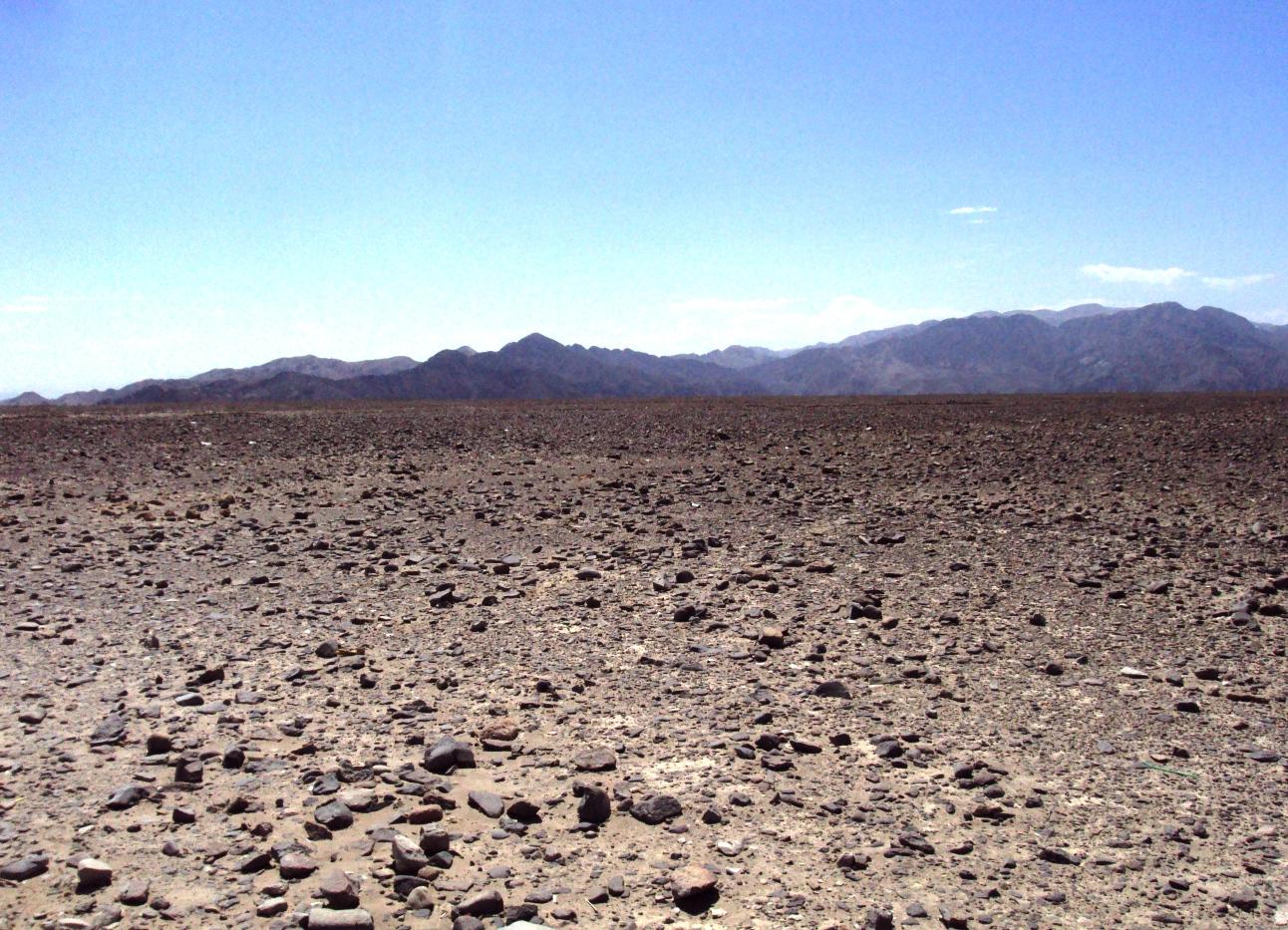 ナスカ付近の岩石砂漠。