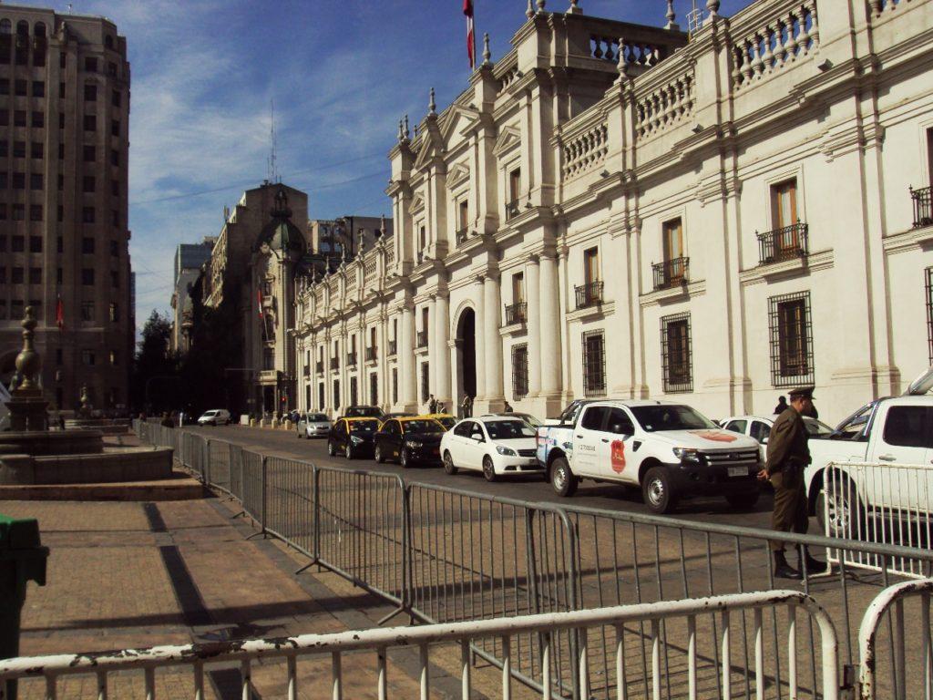 チリの大統領府となっているモネダ宮殿。