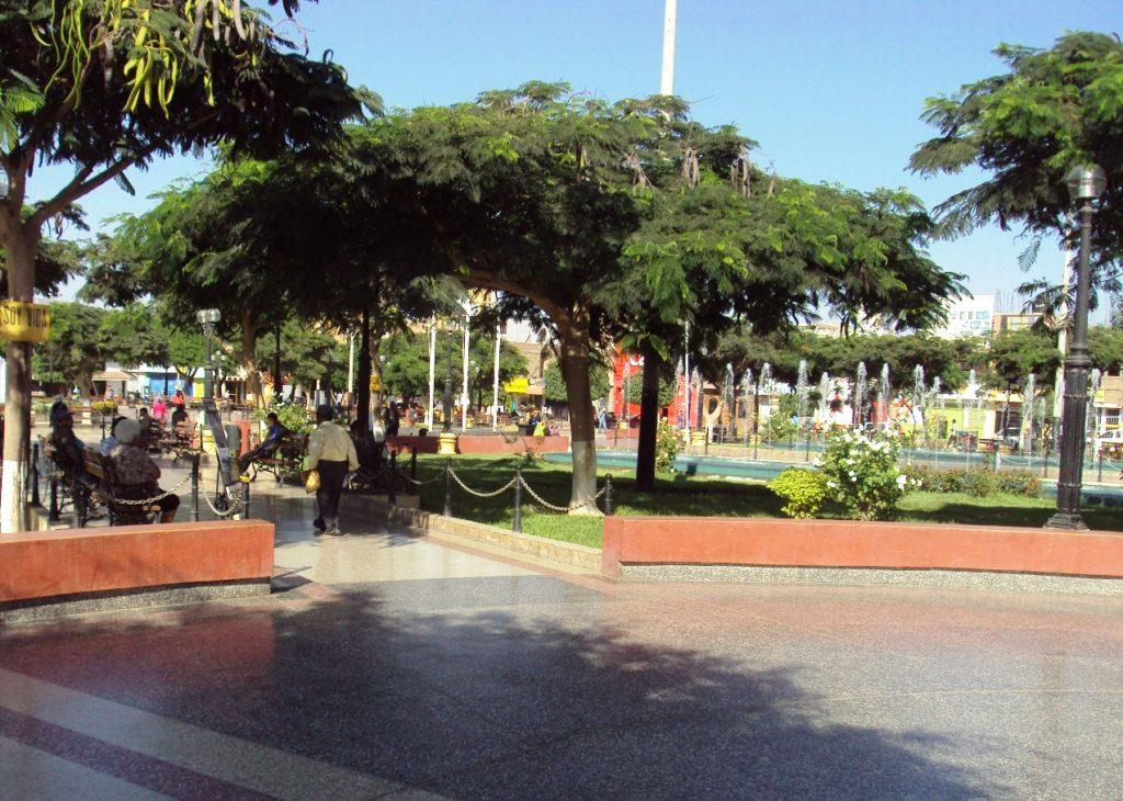 ナスカのアルマス広場。