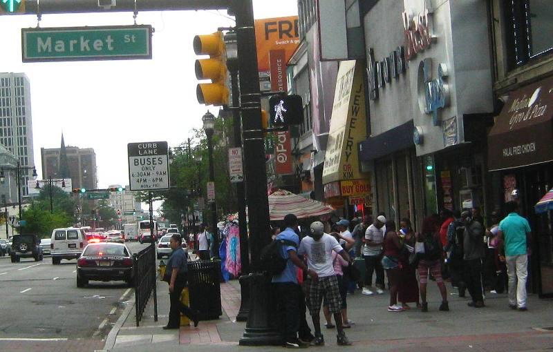 ニューアークの下町、マーケット通りとブロード通りの交差点付近。