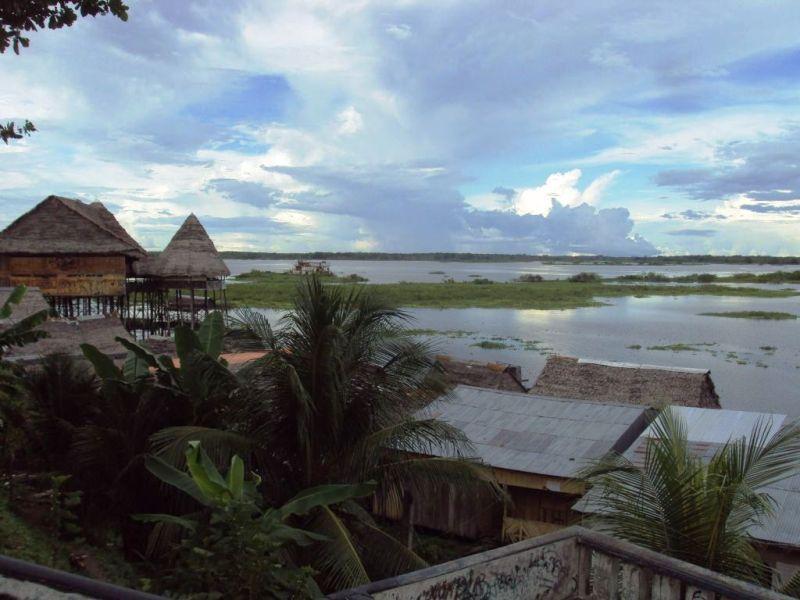 イキトス付近のアマゾン入り江。