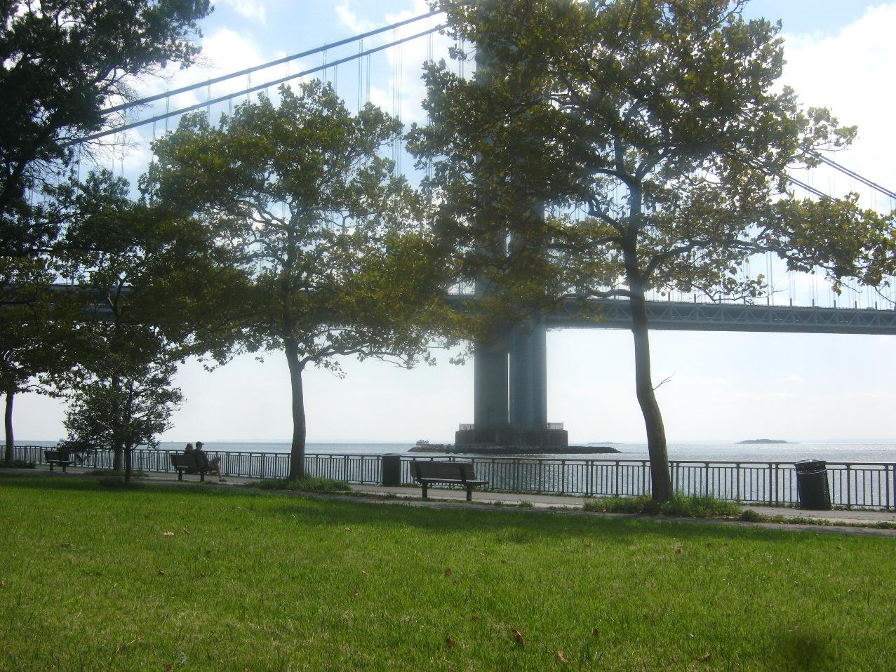 ベラザノ・ナロウズ橋のふもとの小公園。