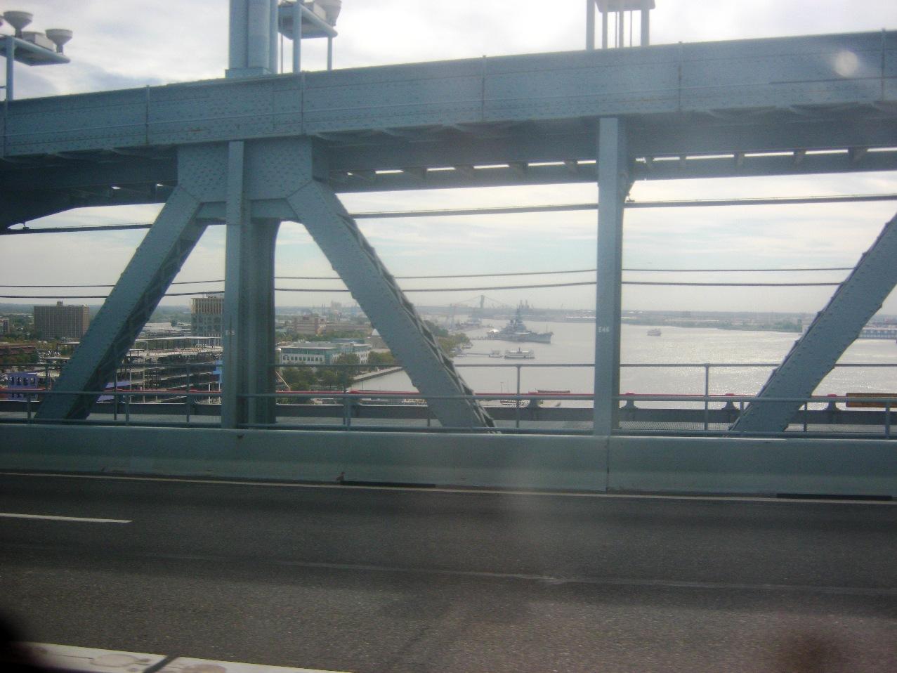 デラウェア川にかかるベンジャミン・フランクリン橋。橋げたから。