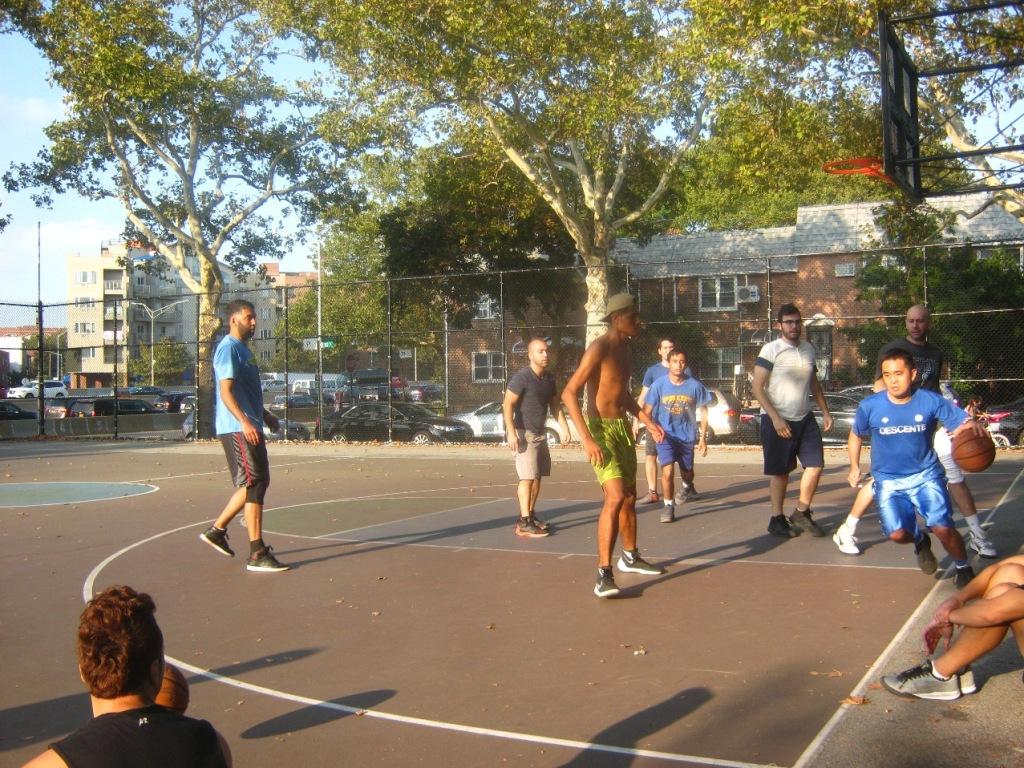4対4のバスケットボール。