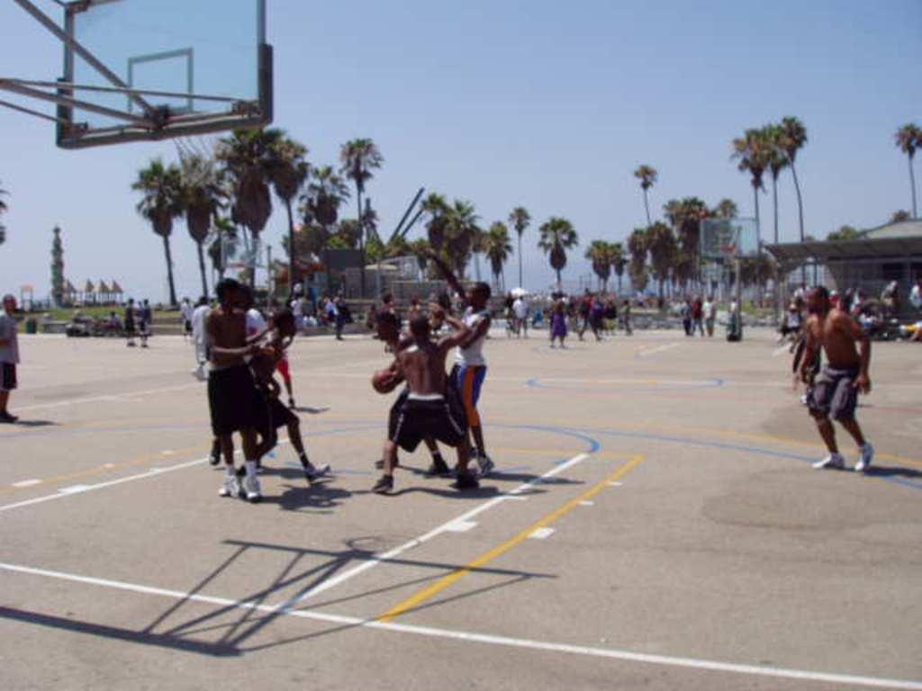 公園バスケ。
