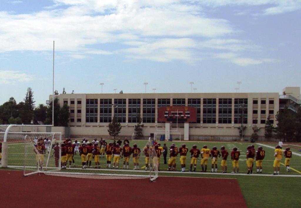 パサデナ市立大学でのフットボール練習風景。