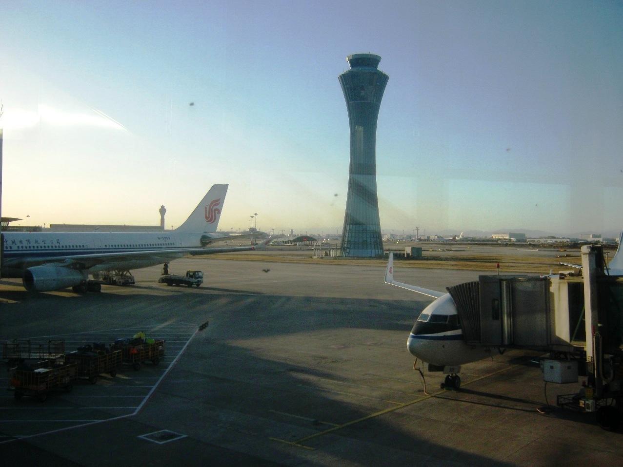 第3ターミナルの中からみた北京空港。