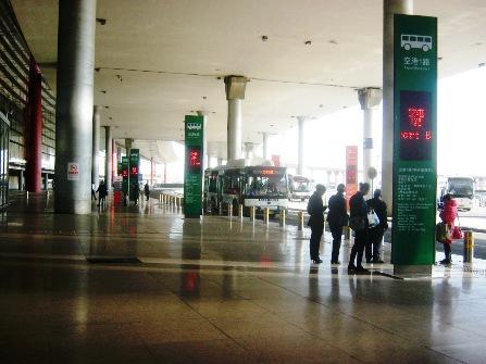 北京空港第3ターミナルの路線バス発着場。
