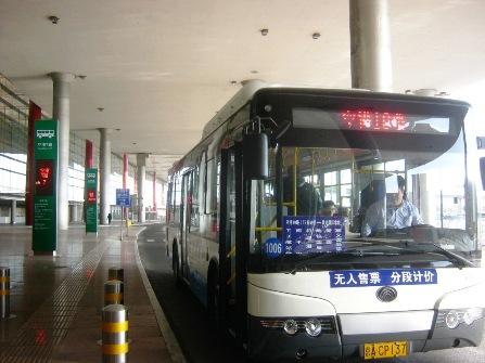 空港10番の路線バス。