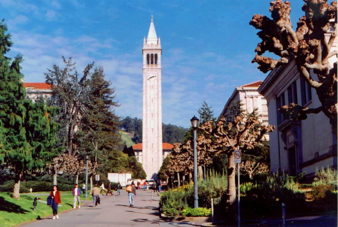 時計台のあるカリフォルニアだ学キャンパス