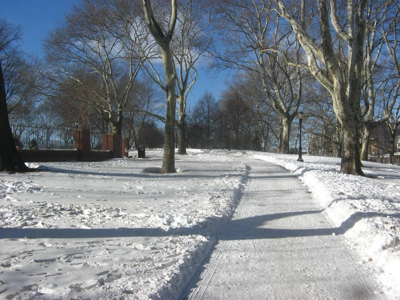 大雪のサンセット公園