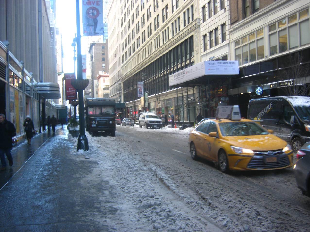 マンハッタンの雪の道路