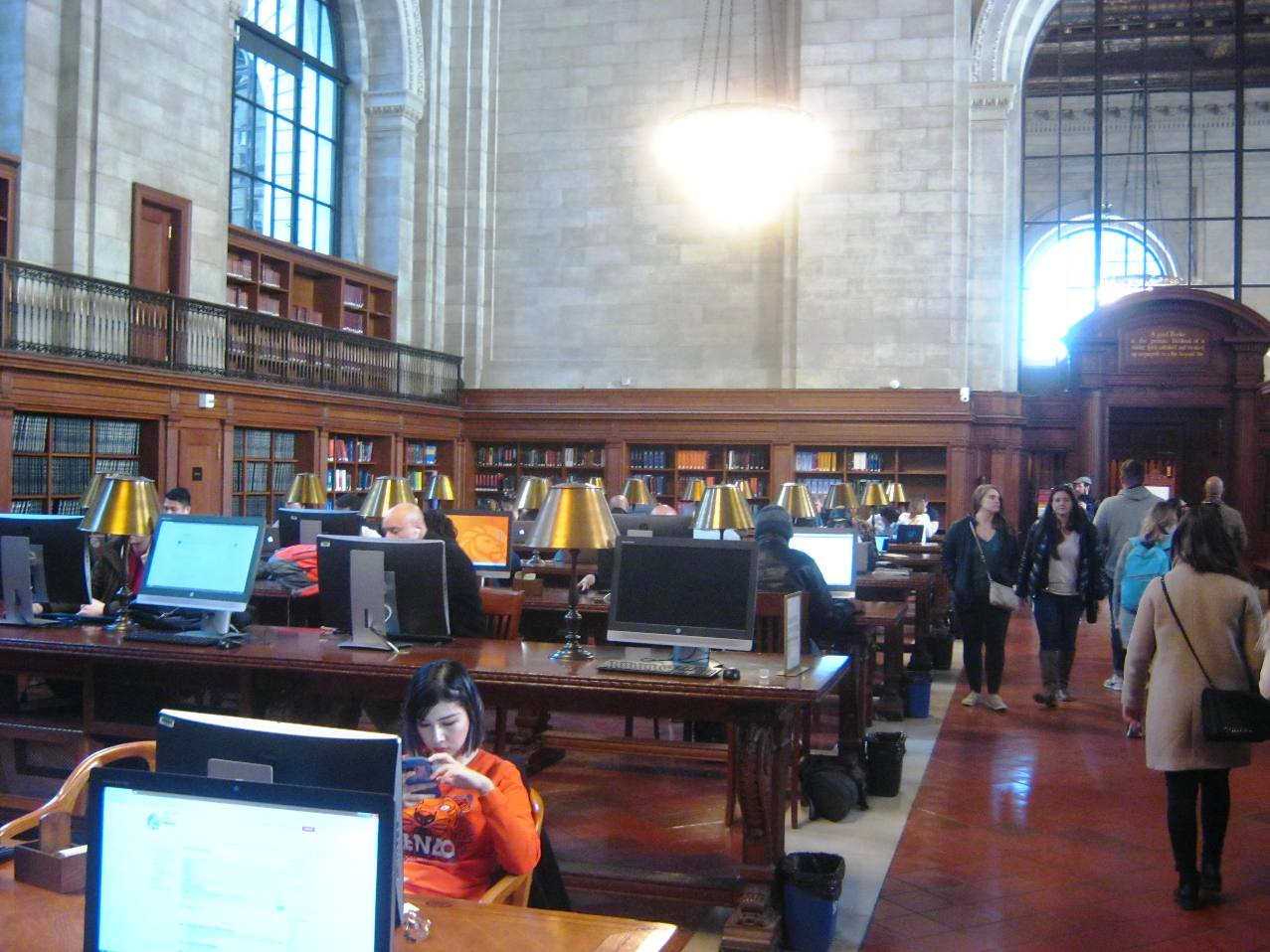 ニューヨーク公共図書館本館で。