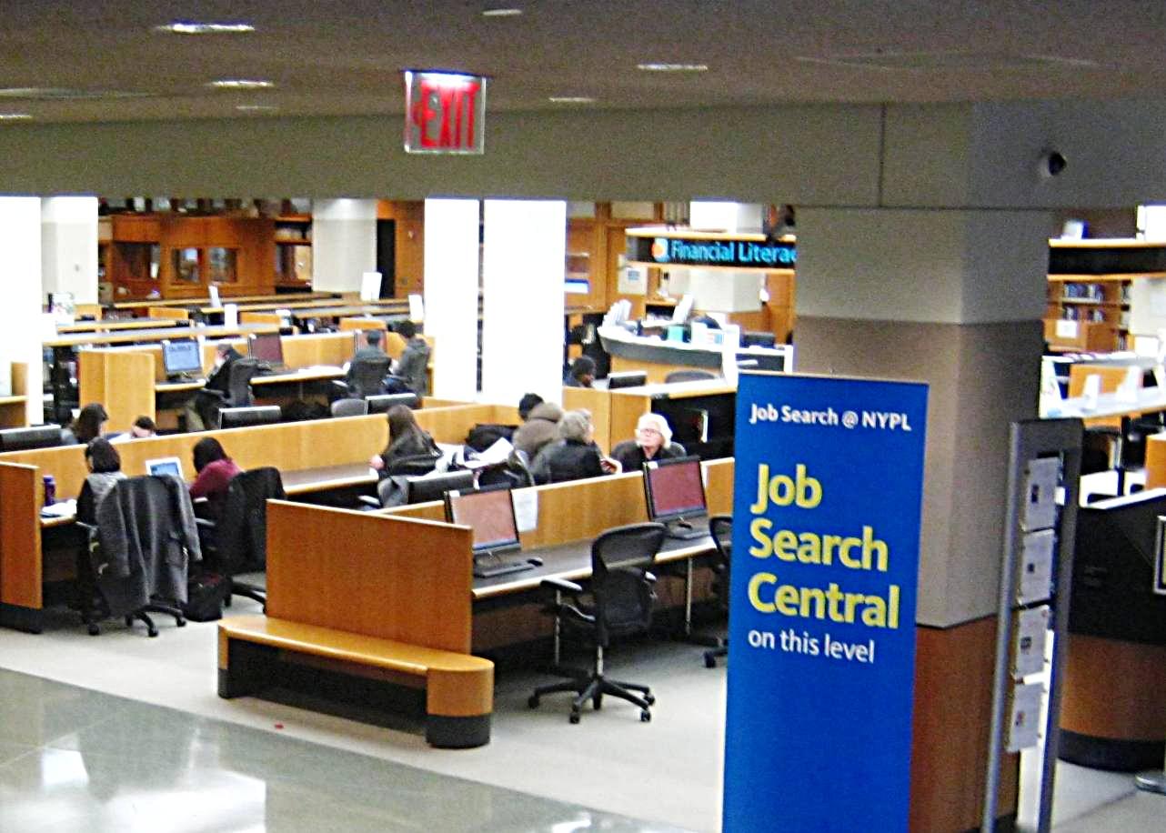 「科学技術産業図書館」内に設置された求職支援コーナー。