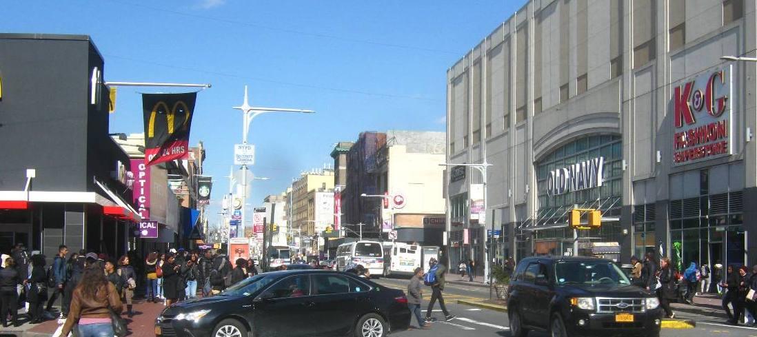 クィーンズ区ジャマイカの繁華街。