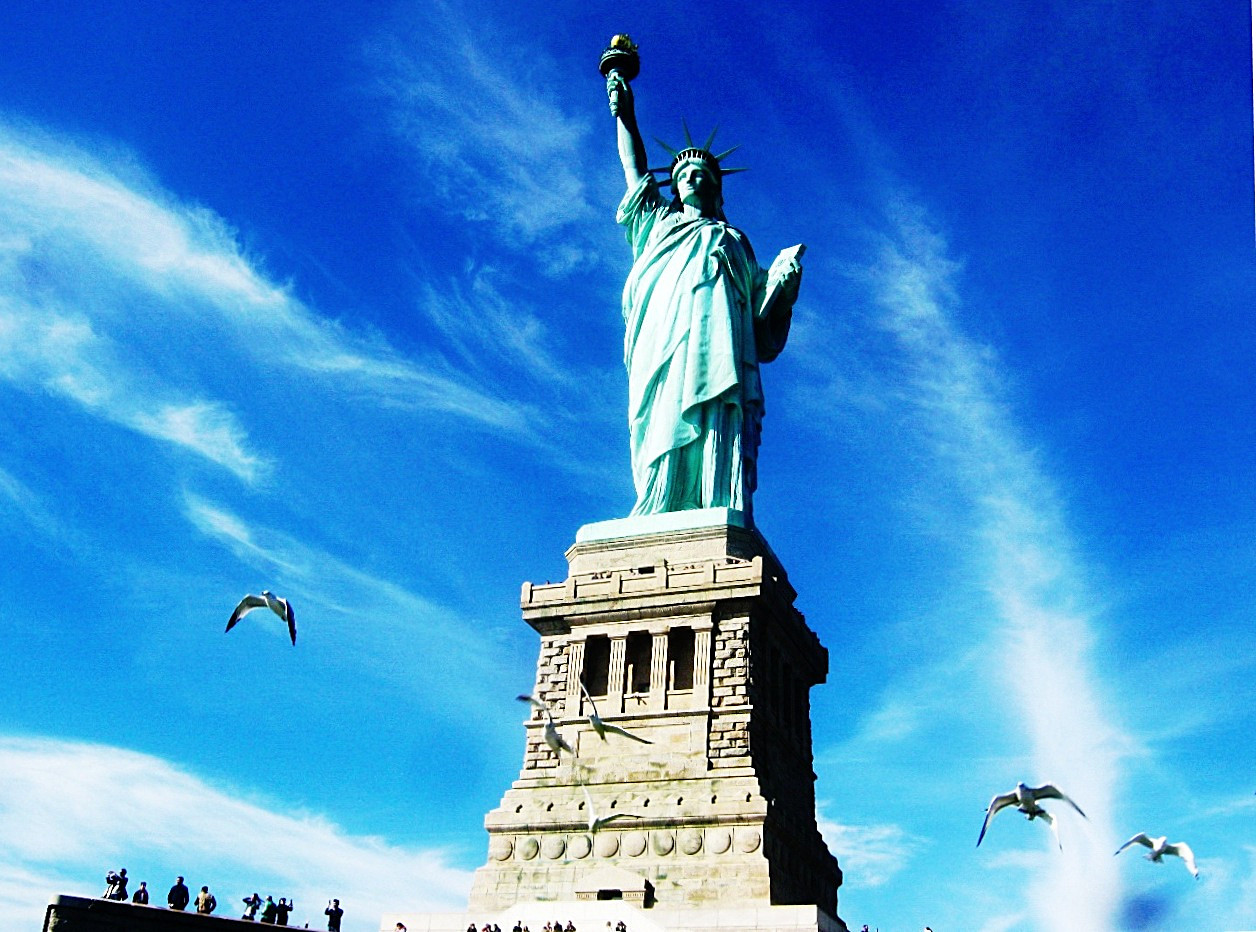 間近で見る自由の女神像。