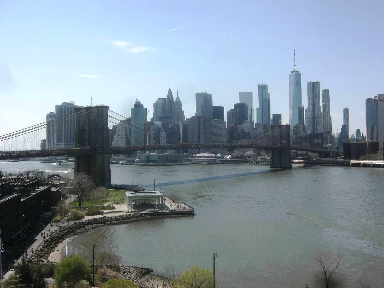 ブルックリン・ブリッジとロウアーマンハッタン。