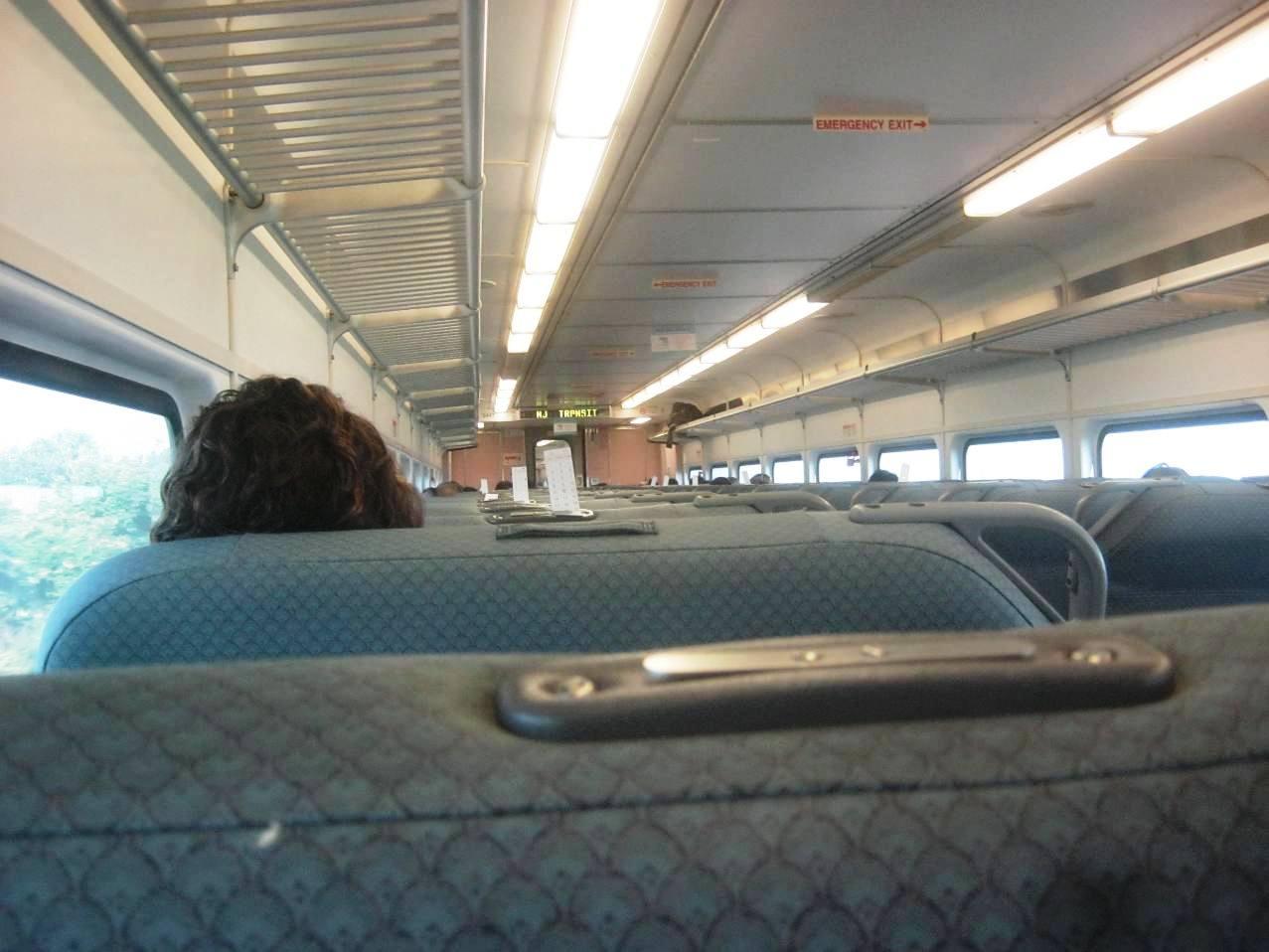 NJトランジット列車の内部