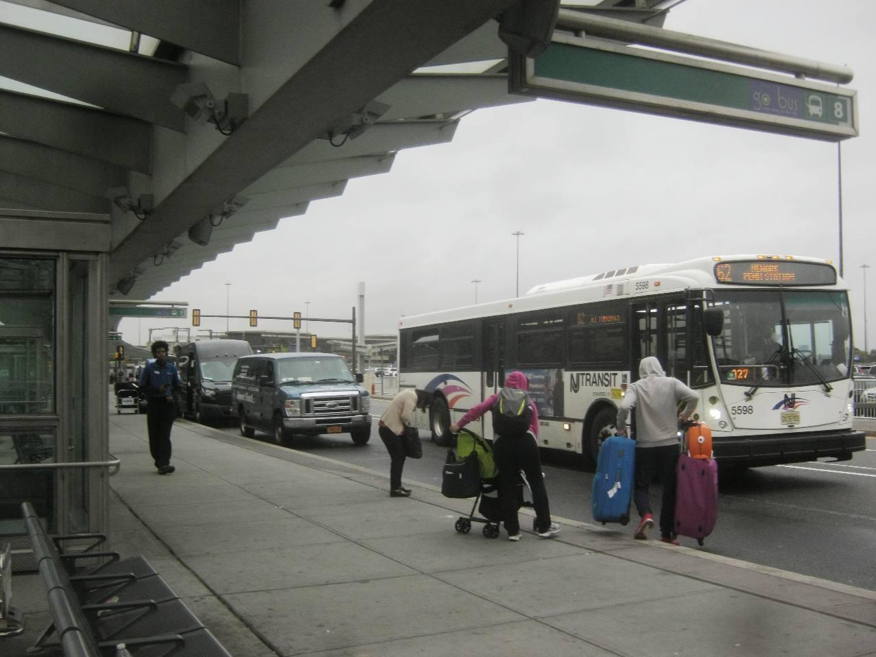 ニューアーク空港に来る62番のバス。