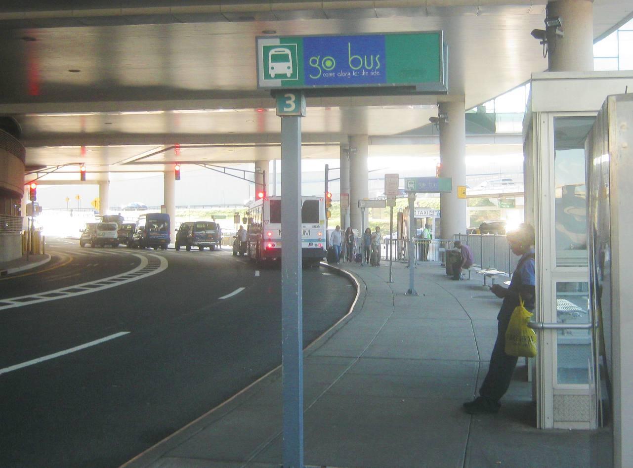 ニューアーク空港Cターミナルバス停