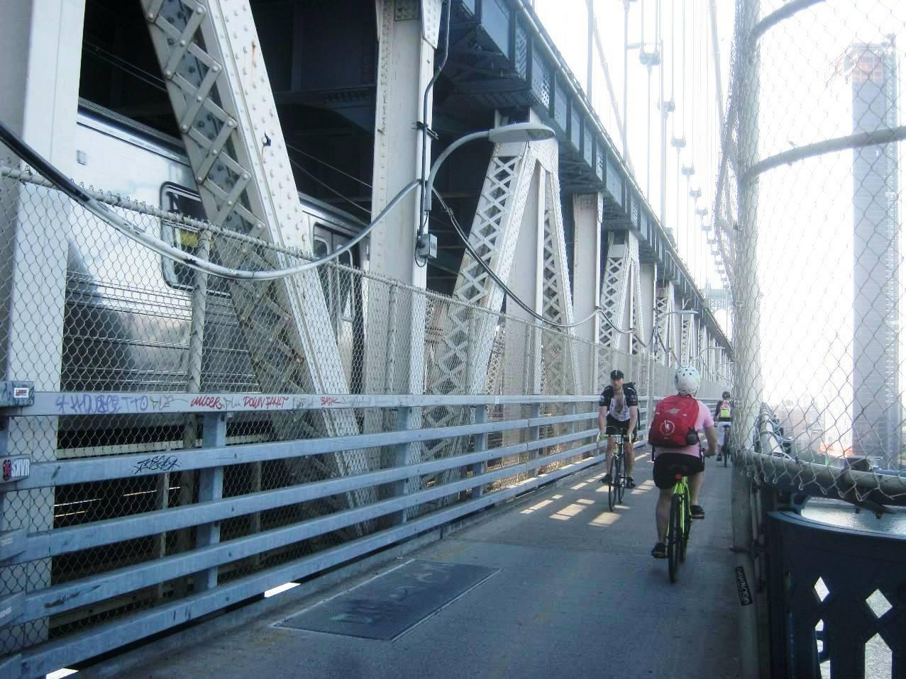 マンハッタン橋自転車道。