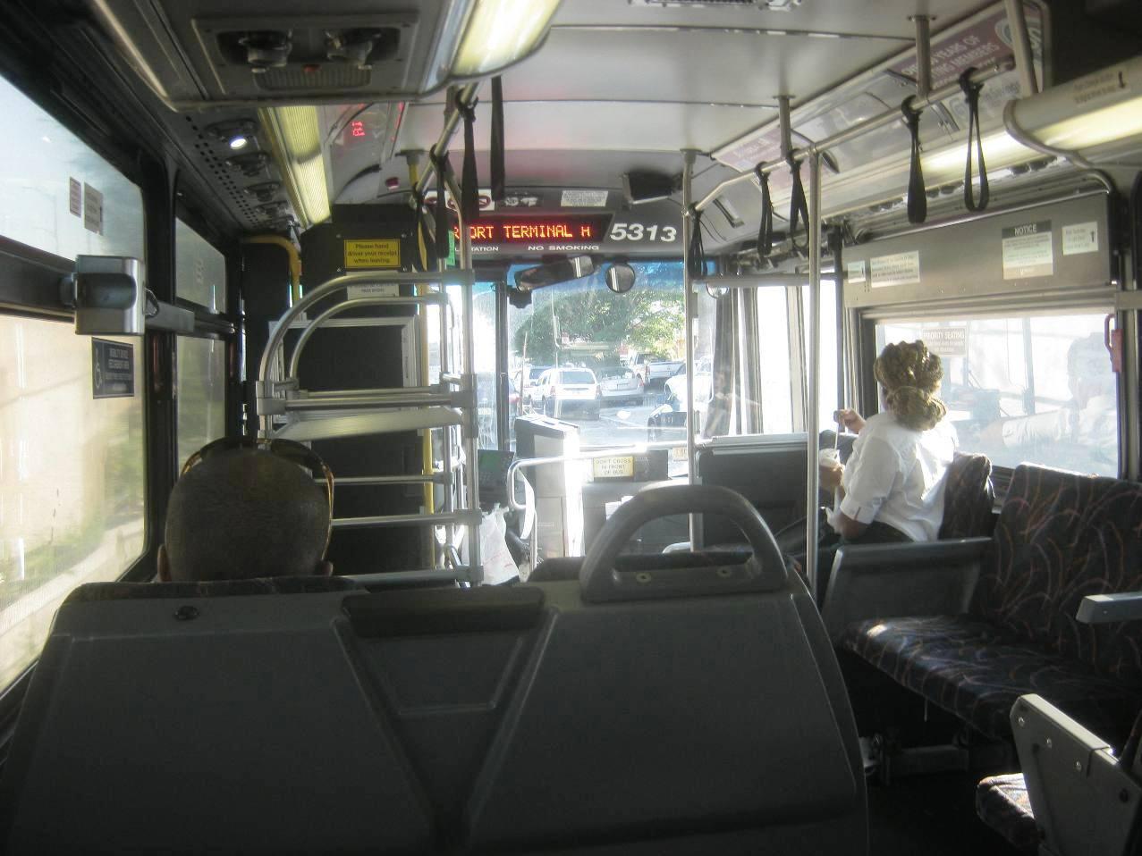 Go Bus 28の車内。