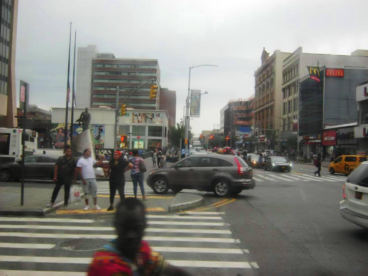 ハーレムの繁華街。125番ストリート。