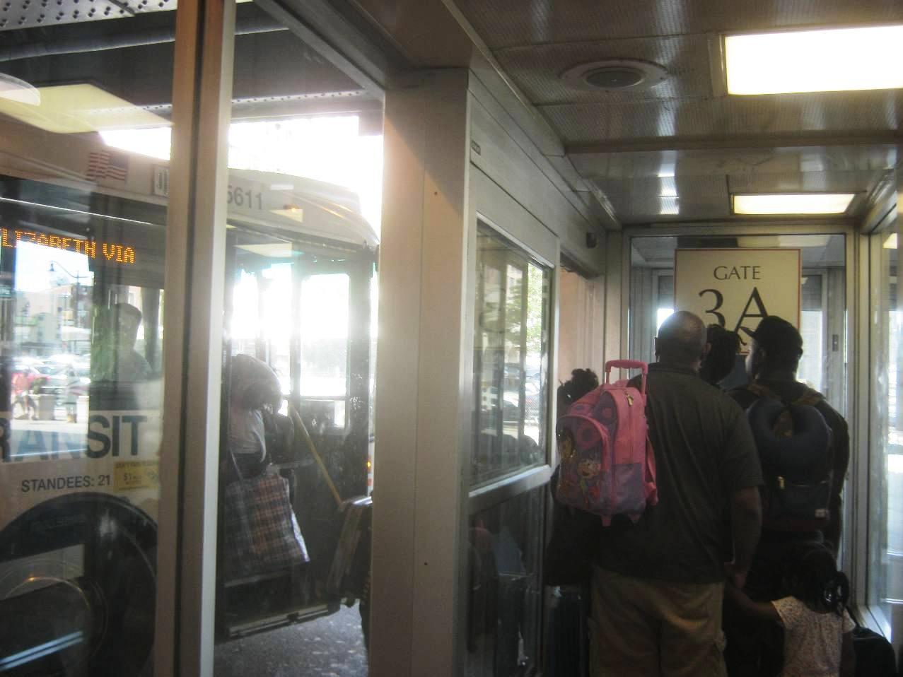 ニューアークPenn駅バス停